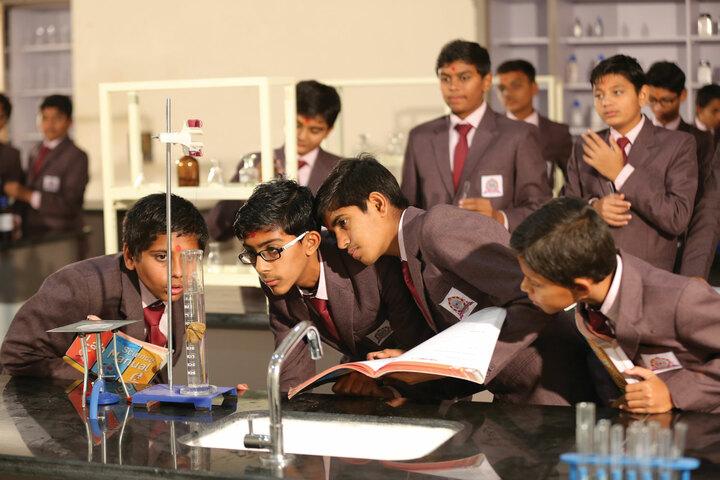 Shree Swaminarayan Vidhyapeeth-Laboratory