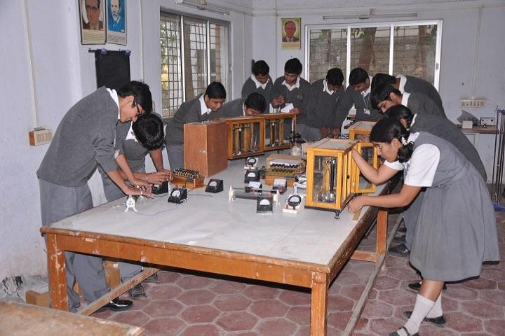 Shrimati Maniba Chunilal Patel Sanskar Vidya Bhavan-Physics Lab