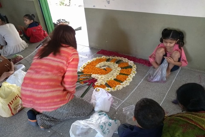 Sri Sri Ravishankar Vidya Mandir-Floor Decoration Activity