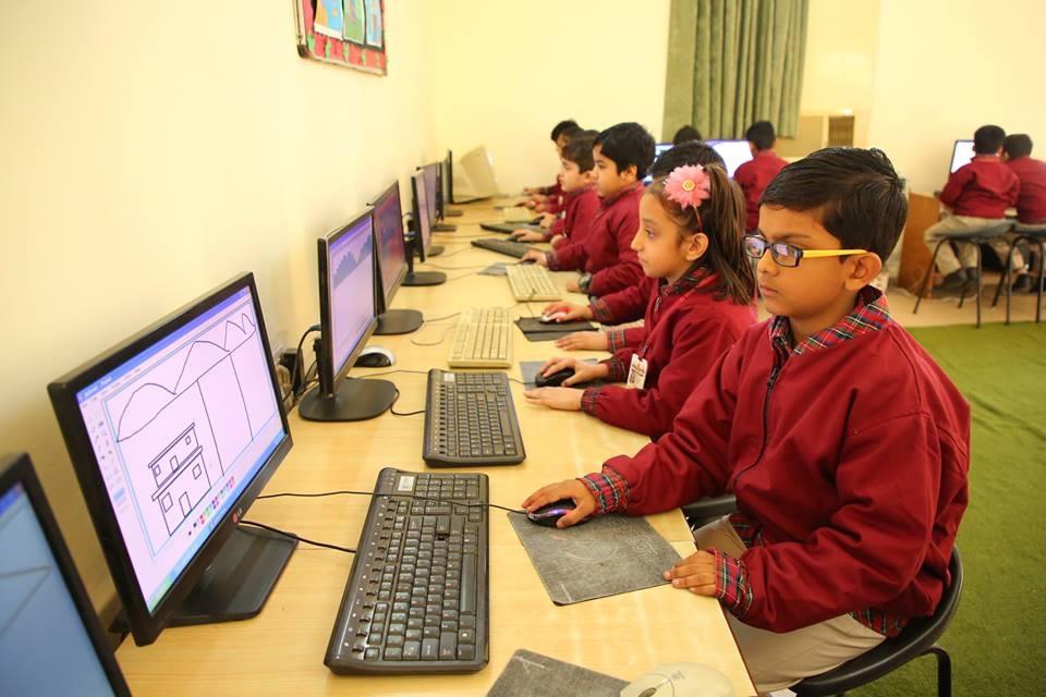 A K Dav Public School-computer-Lab