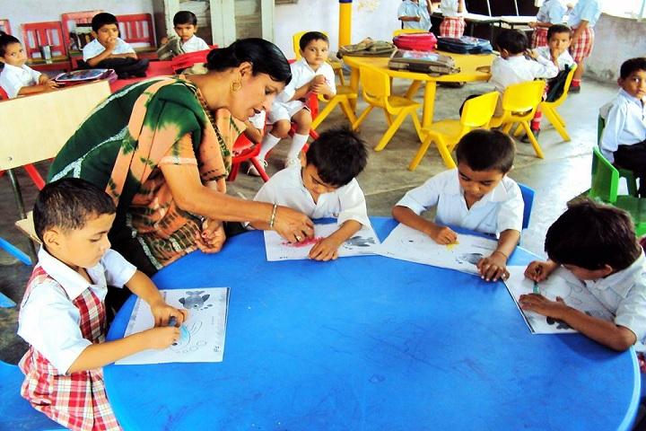 Adarsh Senior Secondary School-Painting class