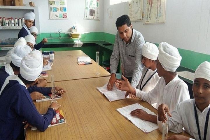 Akal Academy Bara Gura-Chemistry Lab