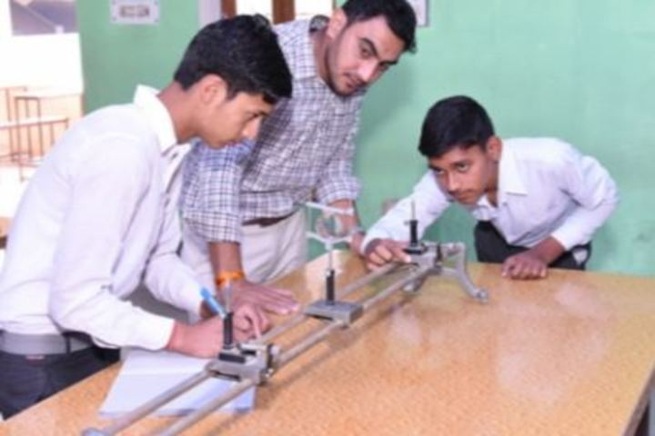 B R Gyan Deep Senior Secondary School-Physics Lab