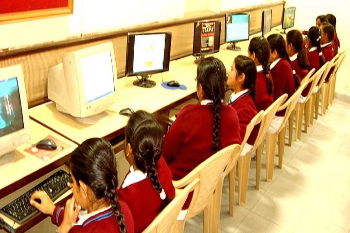 Chamanlal D A V Senior  Public School-Computer-room