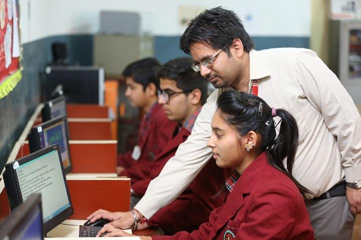D A V Centenary Public School-Computer-Lab