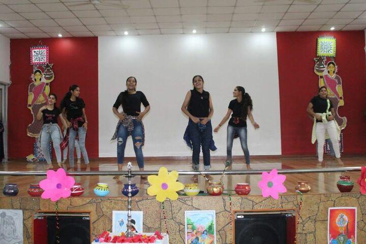 Dav Multi Purpose Public School-Dance