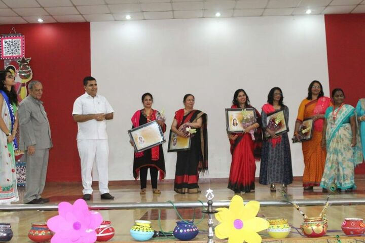 Dav Multi Purpose Public School-Teachers Day Celebrations