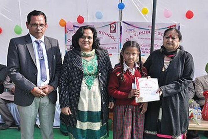 Dav Public School-Certificate Distribution