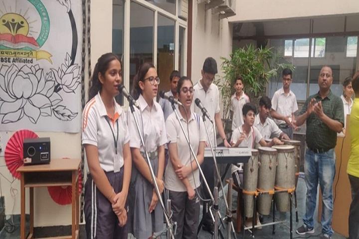 Greenwood Public School-students singing
