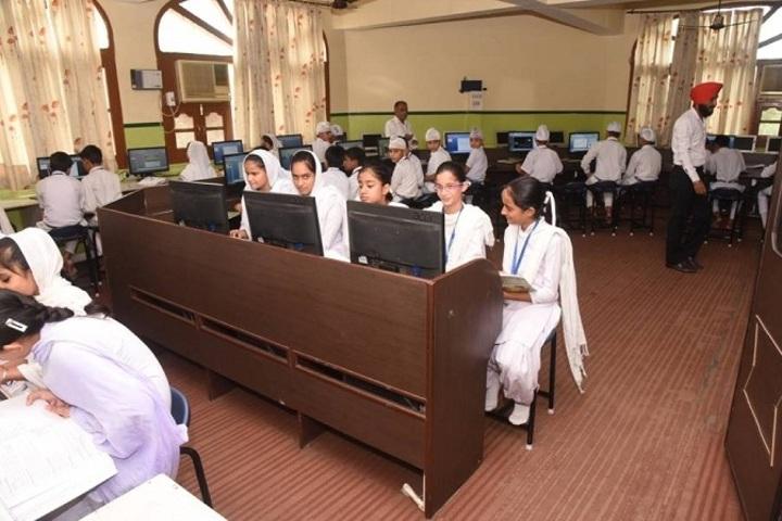 Guru Nanak Dev Academy-Computer Lab