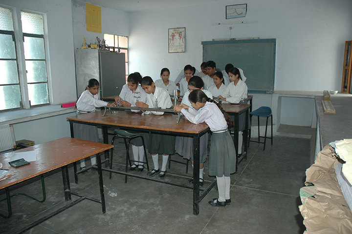 Guru Teg Bahadur Public School-Physics Lab