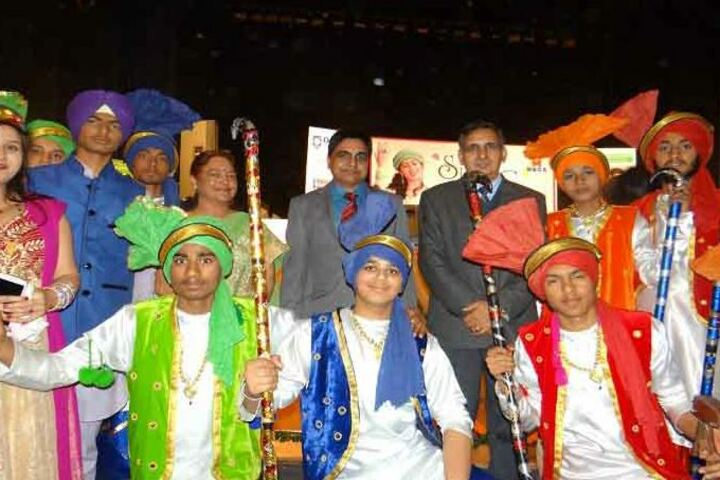 Haryana Model Senior Secondary School-Students and Faculty