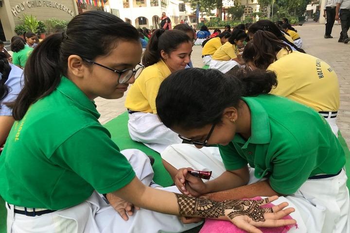 Holy Child Public School-Mehandi Compitition