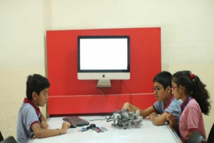 Manav Rachana International School-Technology In Classroom