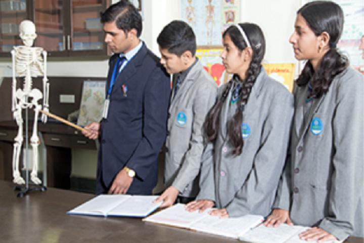 Nalanda International School-Science Lab