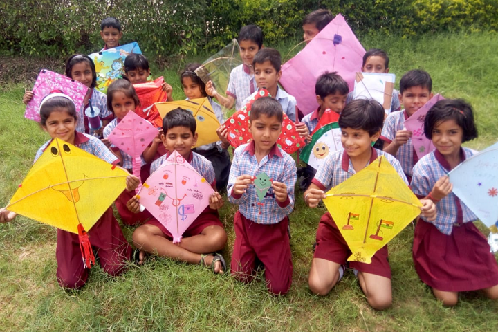 Oasis International School-Kite-Making