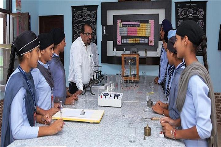 Shri Guru Gobind Singh Convent School-Science Lab