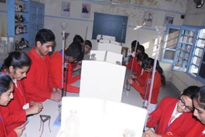 Shri Krishna Parnami Public School-Science Lab