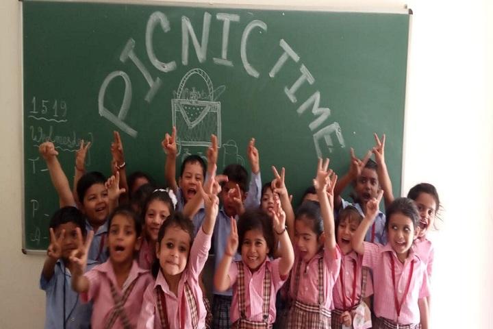The Pine Crest School-Excursion