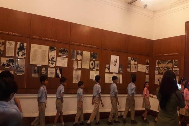 The Pine Crest School - Visit To Planitorium