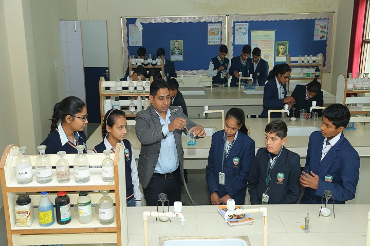 Universal Academy - Chemistry Lab