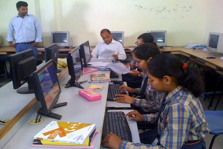 Vijaya Senior Secondary School-Computer Lab