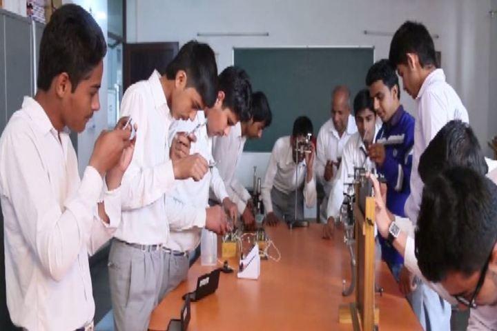 Zee Litera Valley School-Lab