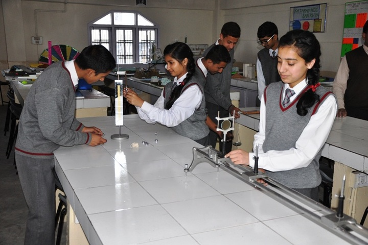 Chapslee School-Physics Lab