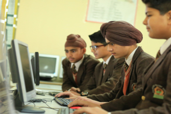 Dalhousie Hill Top School-Computer Lab
