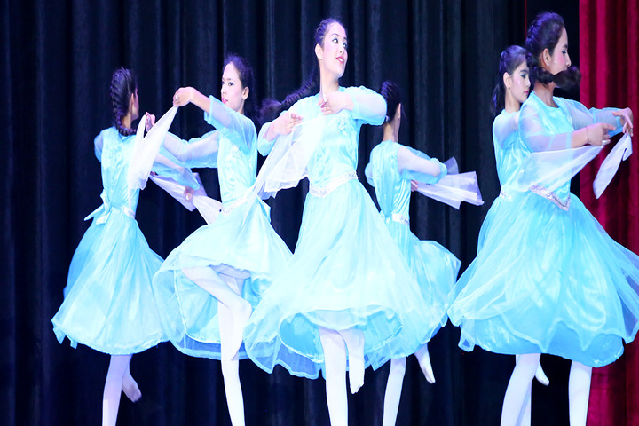 Sacred Heart Convent School-Dancing Activity
