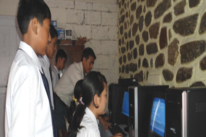 Roopland Public School-Computer lab