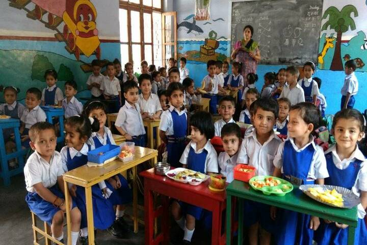 Brahmrishi Bawra Shanti Vidyapeeth School-lunch time