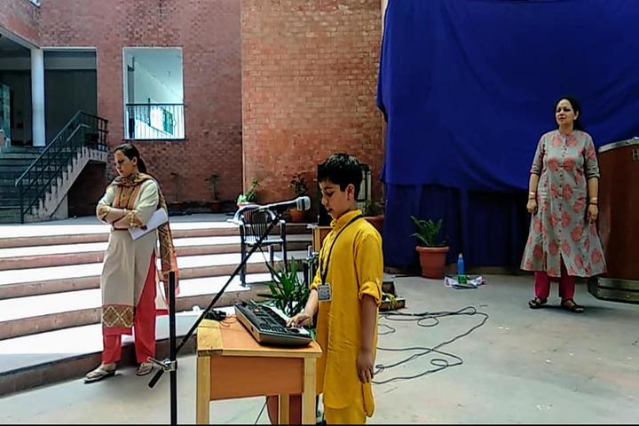Heritage School-Singing