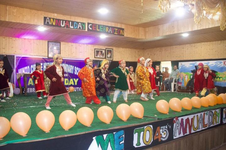Minto Circle English Medium High School-Dancing