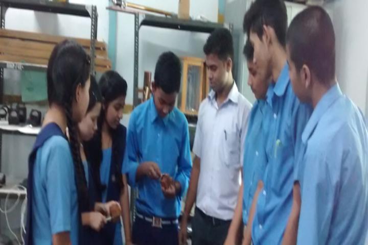 Vivekananda Kendra Vidyalaya-Physics lab