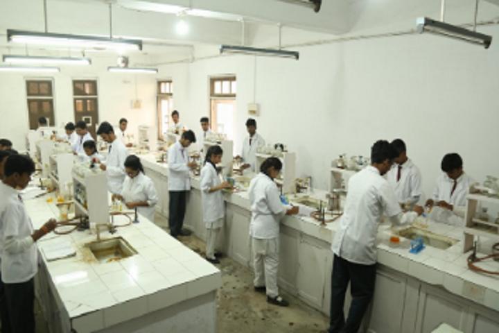 Guru Nanak Higher Secondary School-Chemistry Lab
