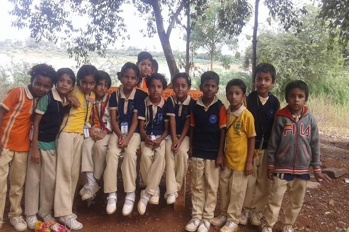 Aryan English Medium School-Picnic