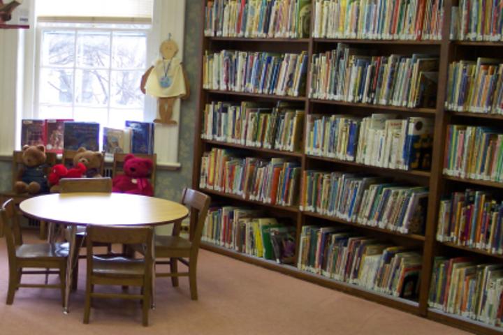 Beml Public School-Library2