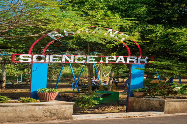 Dr M Ramanna Shetty Memorial English Medium High School-Science Park