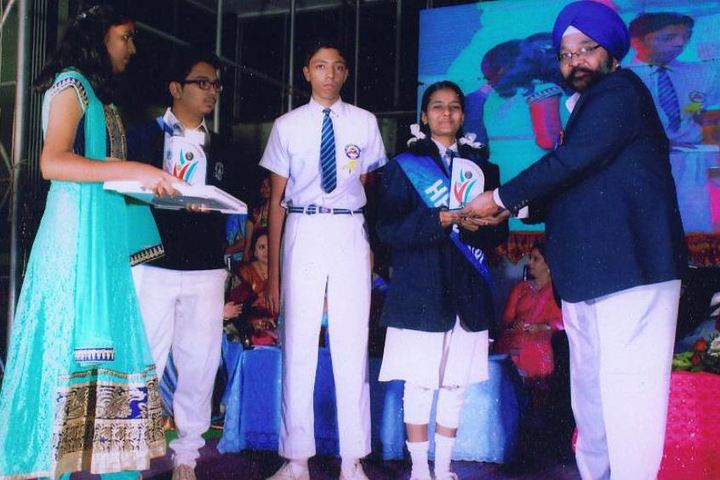 Guru Nanak Public School-Prize Distribution