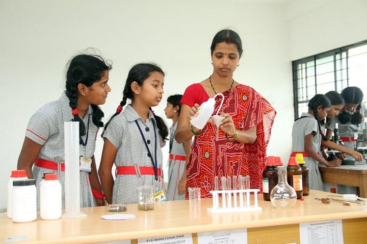 K L E Societys School-Chemistry Lab