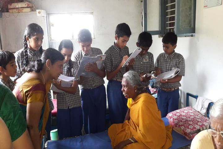 Maruthi Public School-Visit to Oldage Home