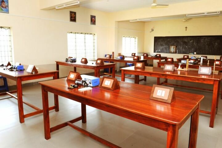 Mount Carmel Central School-Physics Lab