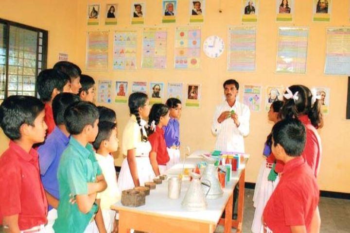 S B Darur Memorial English Medium School-Maths Lab