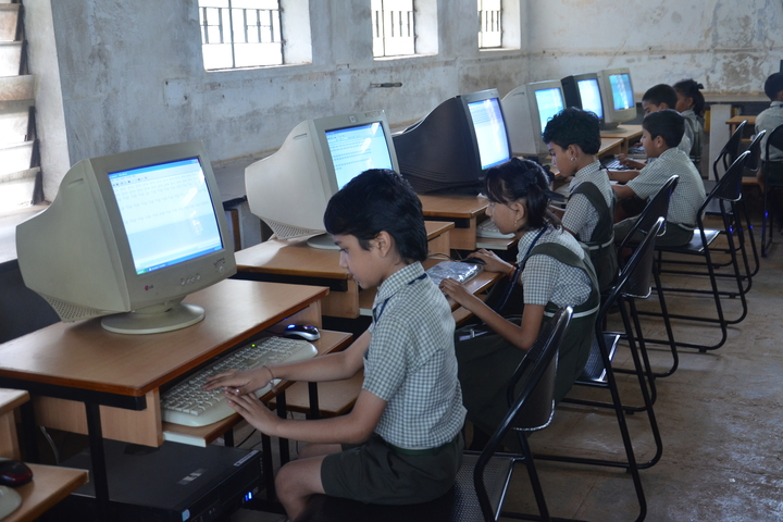 Shaikh Central School-Computer Lab
