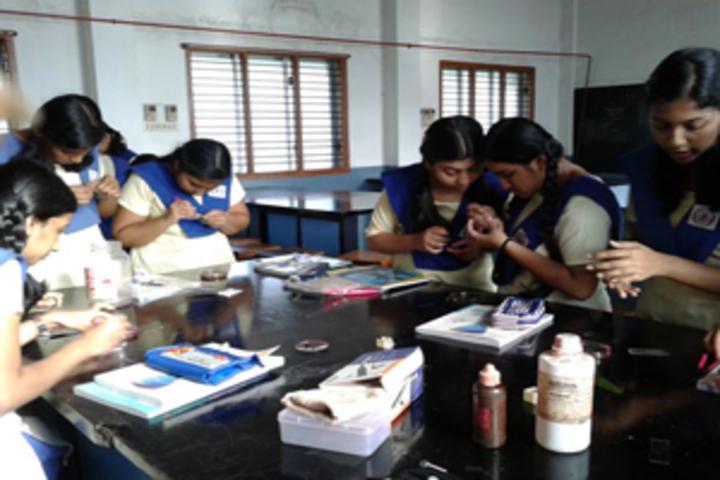 Sharada Vidyalaya-Physics-Lab