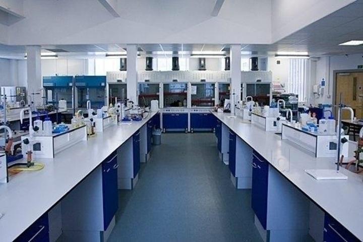Shri Kadasiddheshwar Public School-Science-Lab