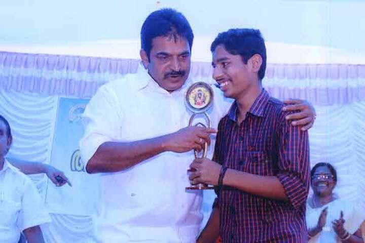 Aravukad Sreedevi English Medium Secondary School-Prizes
