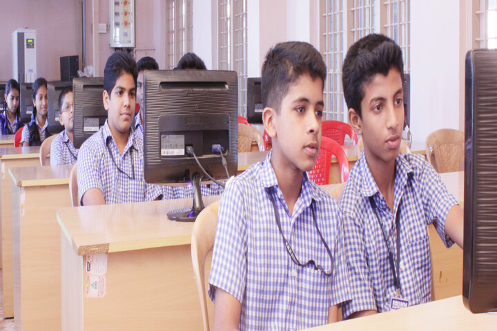 B M M English Medium School-Computer Lab