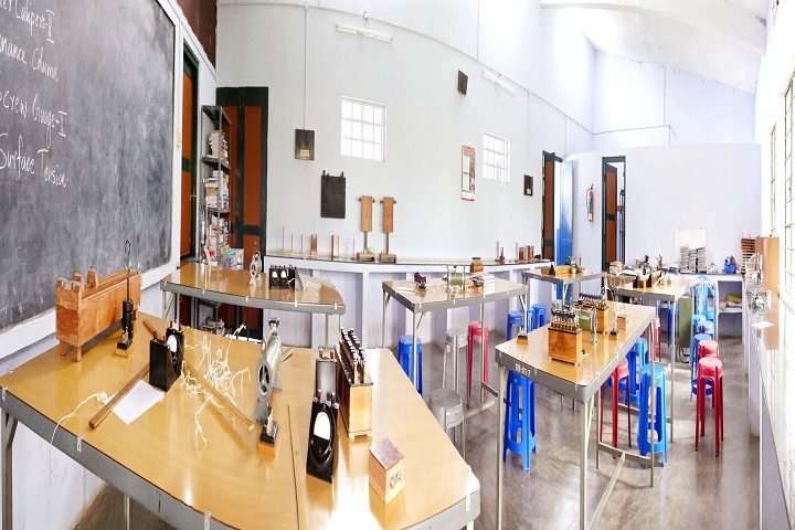 Bharatiya Vidya Bhavan Vidya Mandir-Physics Lab